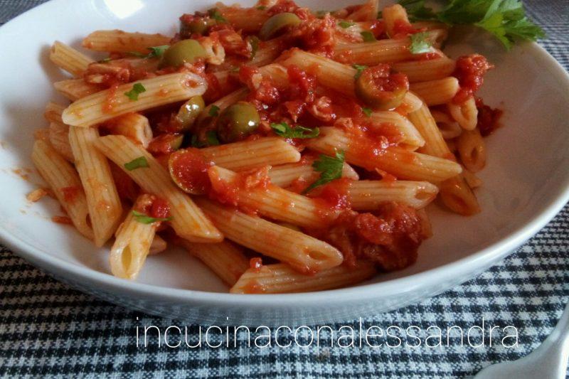 Pasta pomodoro e olive
