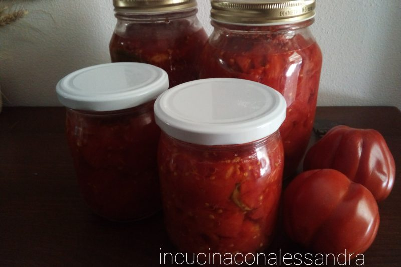 Conserva di pomodori crudi a pezzetti