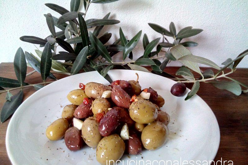 Olive marinate con peperoncino