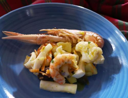 Insalata di mare con patate e cavolfiori