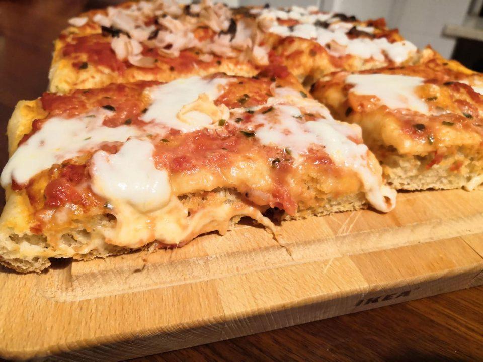 Ricetta Impasto Pizza Digeribile.Pizza In Teglia Soffice E Digeribile Con 2 G Di Lievito In Cucina Con Chiara