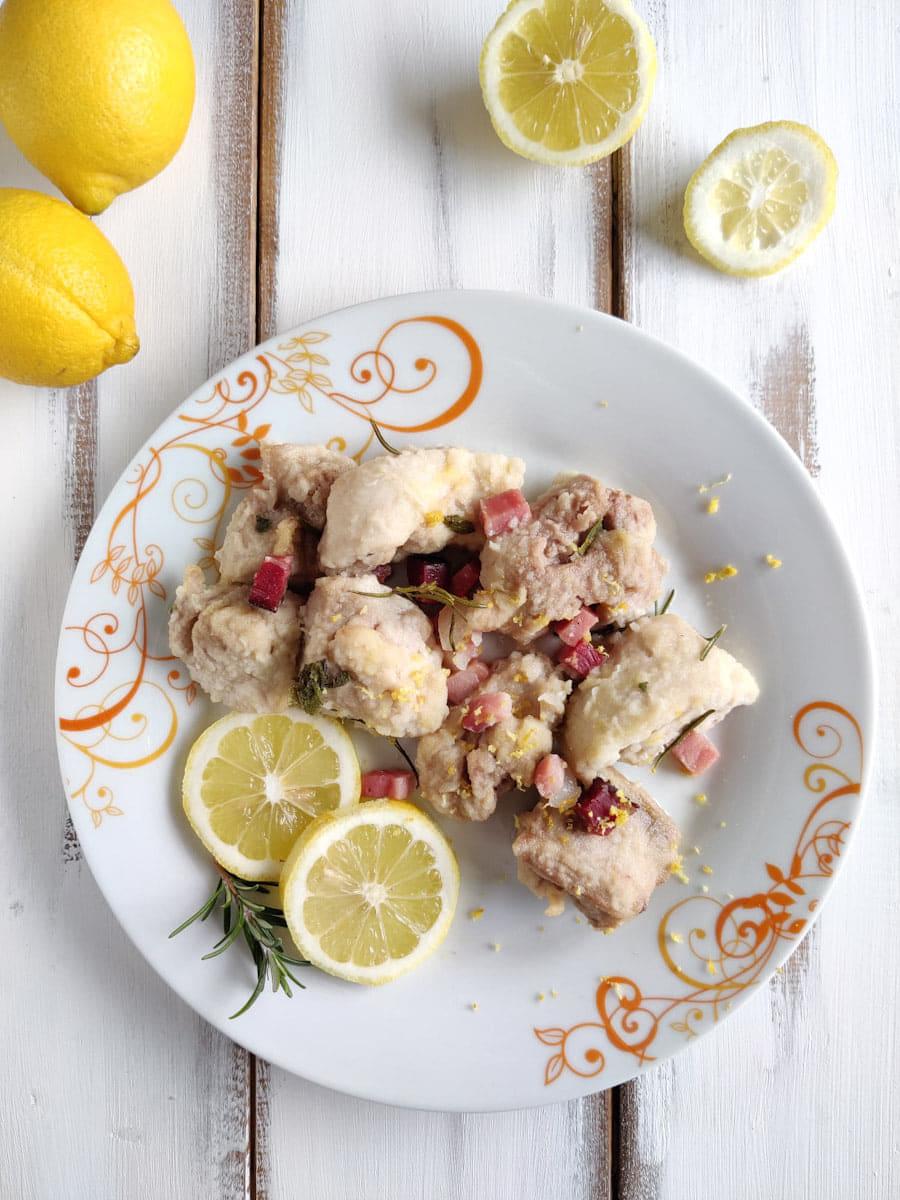 bocconcini di pollo e speck al profumo di limone