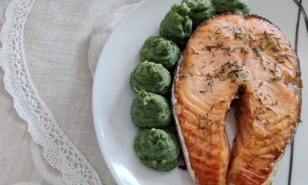 Salmone con purè verde senza burro
