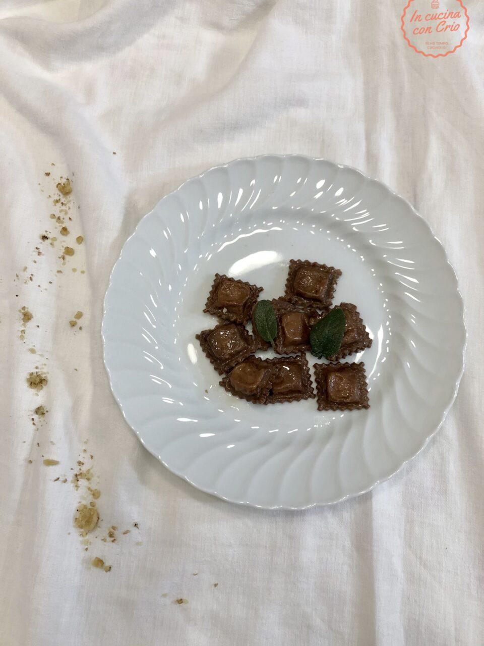 Raviolini al cacao con robiola e noci