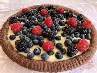 crostata cioccolato bianco e frutti di bosco
