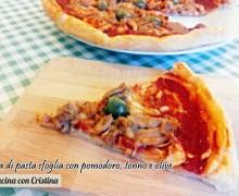 Ricette con pasta sfoglia, Pizza con pomodoro, tonno e olive