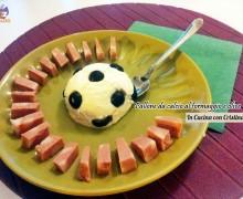 Antipasti creativi: Pallone da calcio con robiola e olive nere