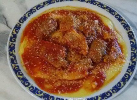 Polenta al sugo di maiale e polenta bianca ripiena gratinata