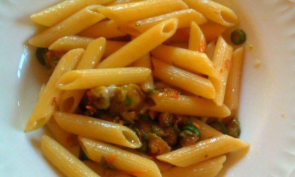 Pennette Con La Zucchina E I Fiori Di Zucchina