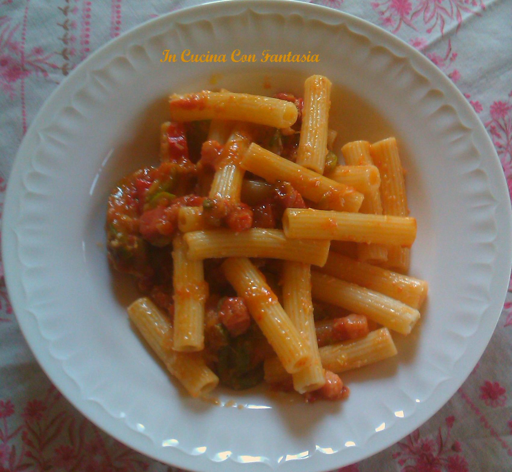 maccheroncini,fiori di zucchina e zucchina,pancetta e pomodorini