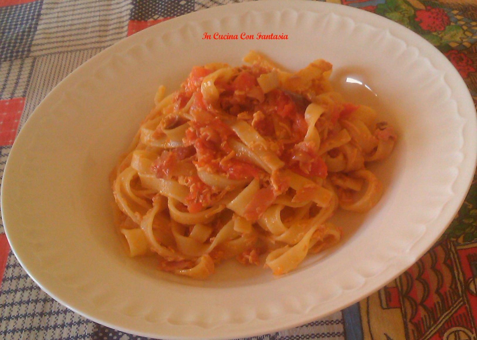 tagliatelle con prosciutto cotto,pomodoro e ricotta salata1