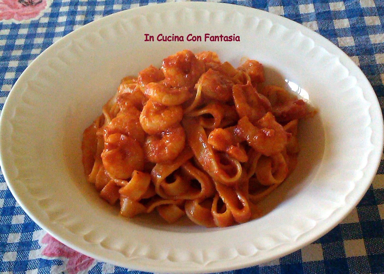 fettuccine con gamberi in salsa