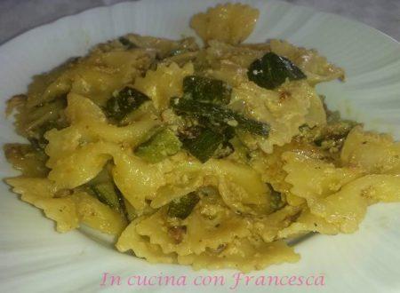 Farfalle con zucchine, crema al latte e formaggio
