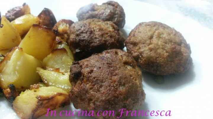 Polpette al forno con patate e piselli