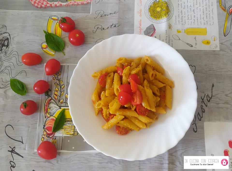 Pasta al pesto di pomodorini e basilico