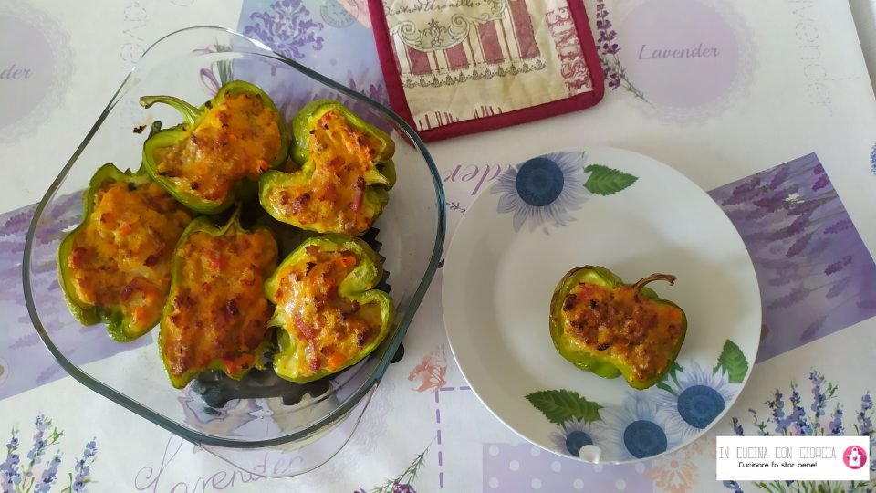 Peperoni ripieni di salsiccia e pancetta