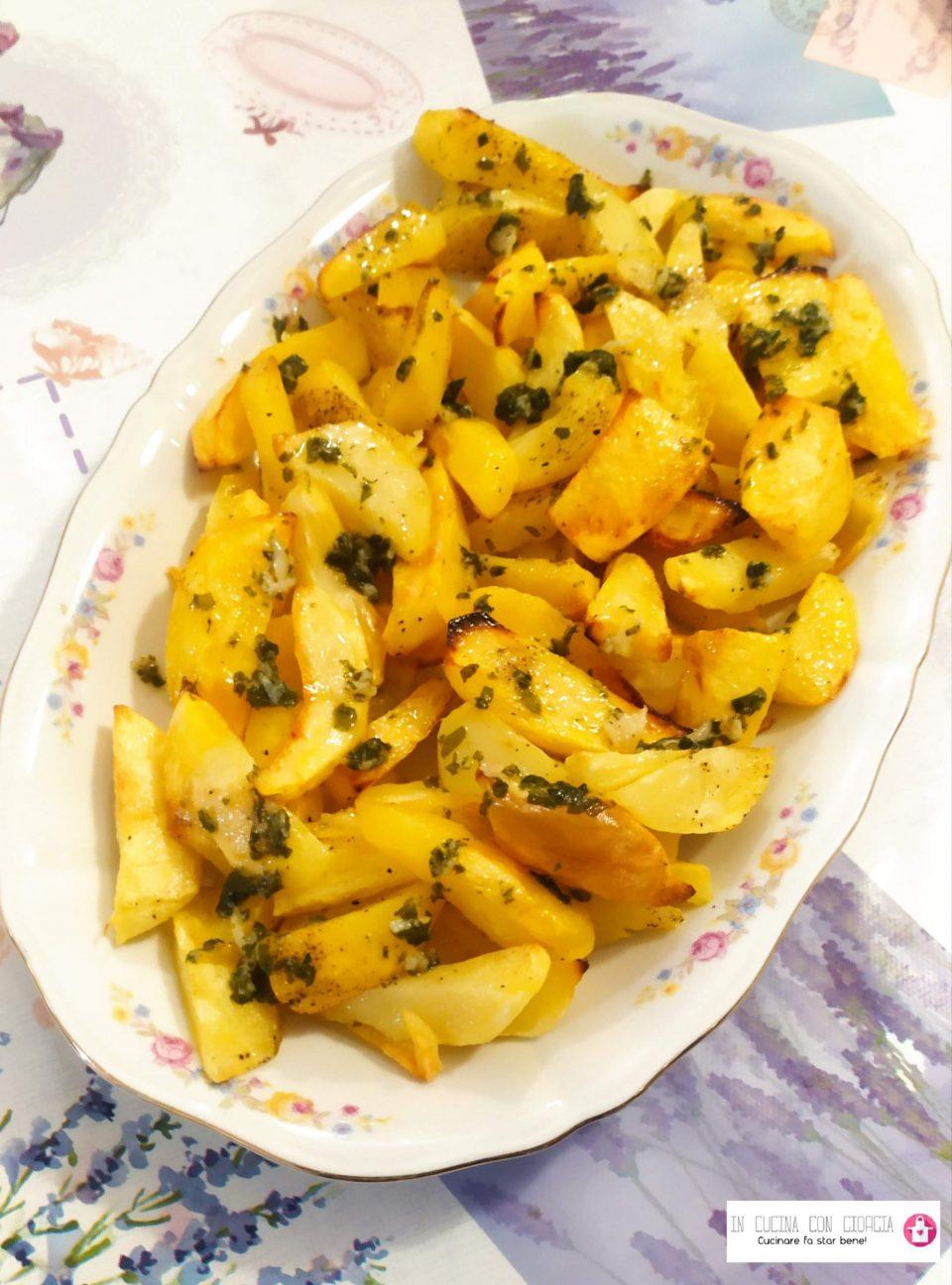 Patate al forno con aglio e prezzemolo