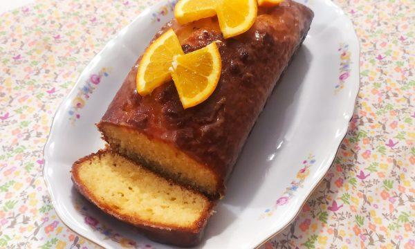 Plum cake all'arancia con glassa