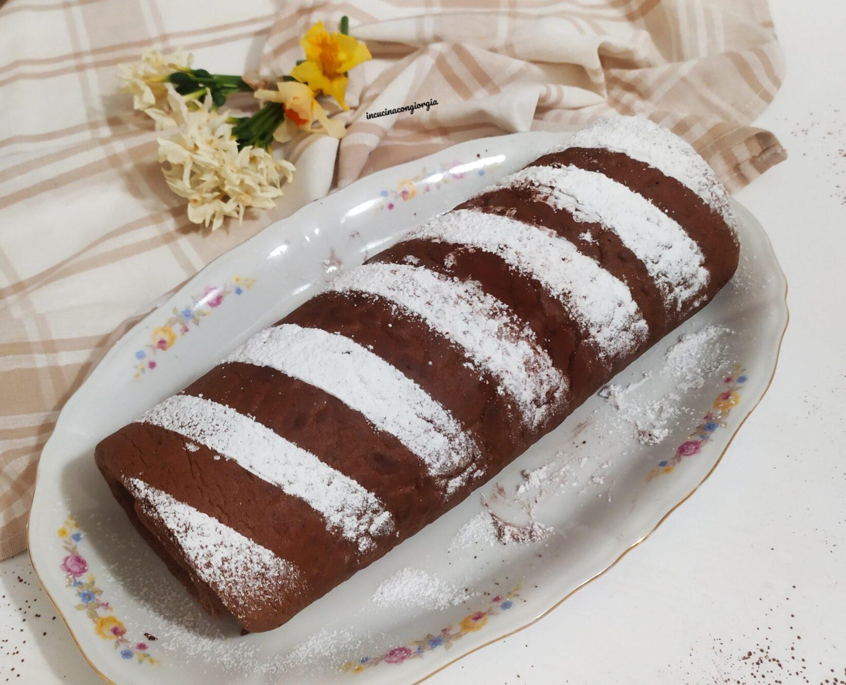 Rotolo al cacao ripieno di panna e mascarpone