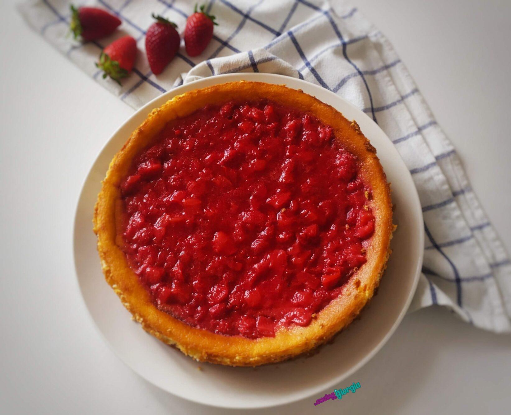 Cheesecake cotta con salsa alle fragole