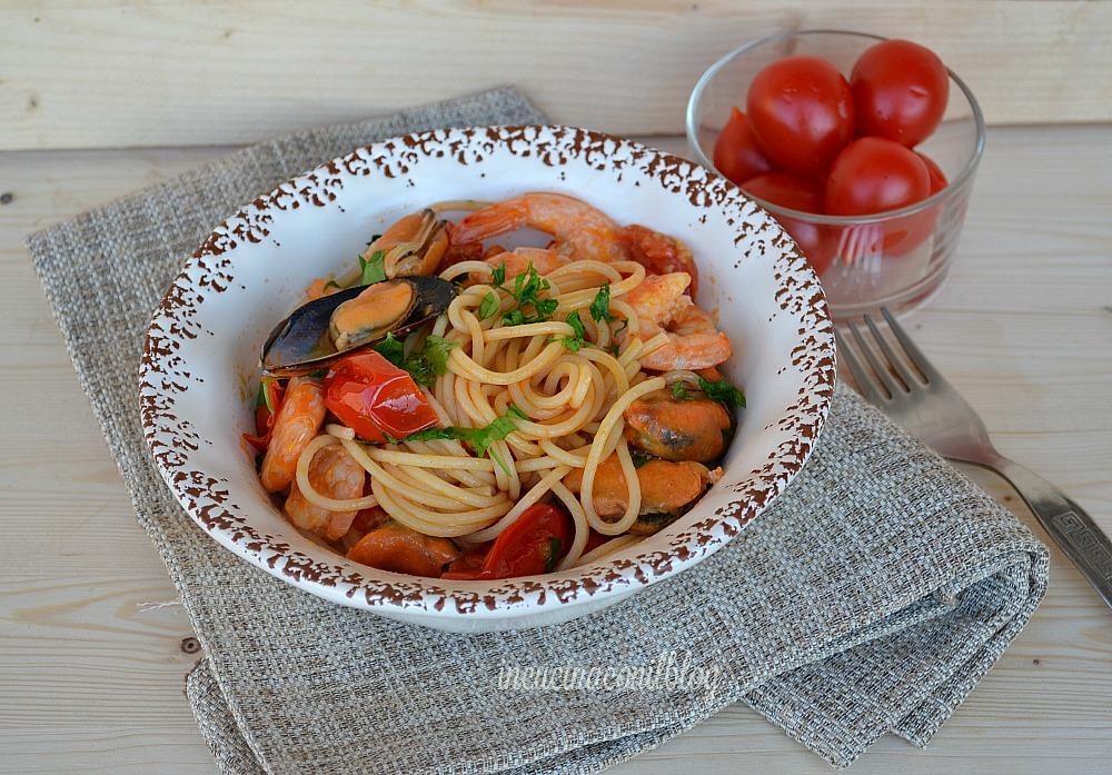spaghetti con cozze e gamberetti