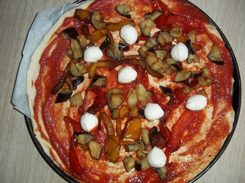 pizza con melanzane e peperoni 1