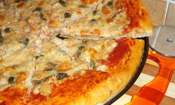 PIZZA TONNO CAPPERI E ACCIUGHE
