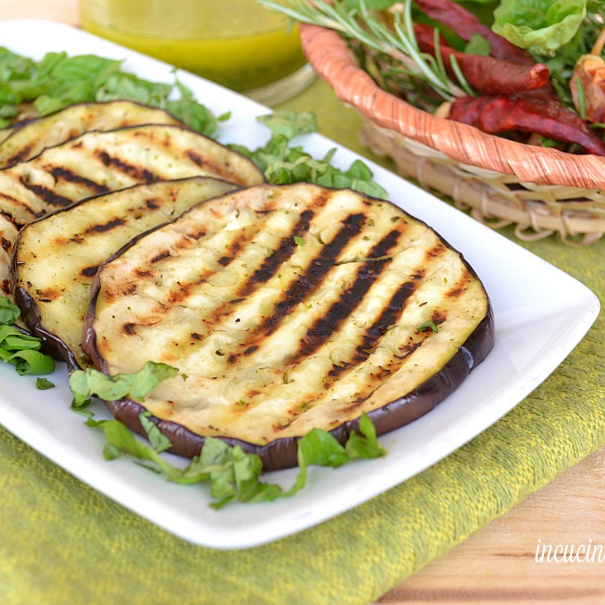 Melanzane grigliate agli aromi in cucina con il blog - Aromi in cucina ...