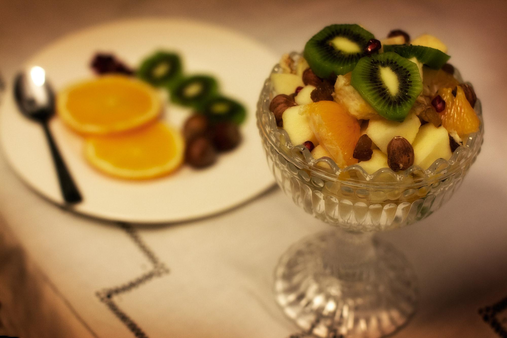Macedonia invernale di frutta fresca e secca