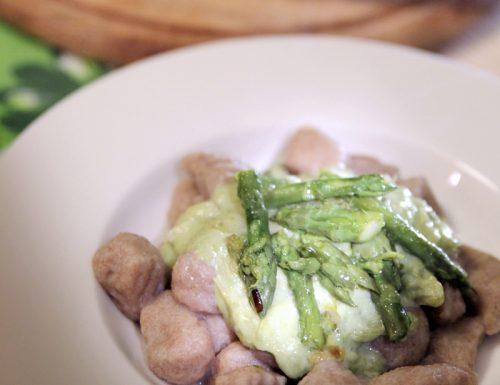 Gnocchi di farro e patate bio in crema di asparagi