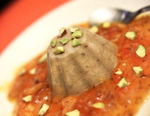 Panna cotta con cachi e granella di pistacchi