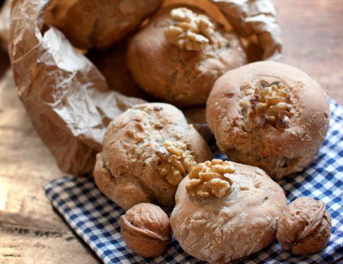 Bocconcini di pane alle noci