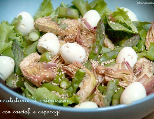 Insalatona di primavera con carciofi e asparagi