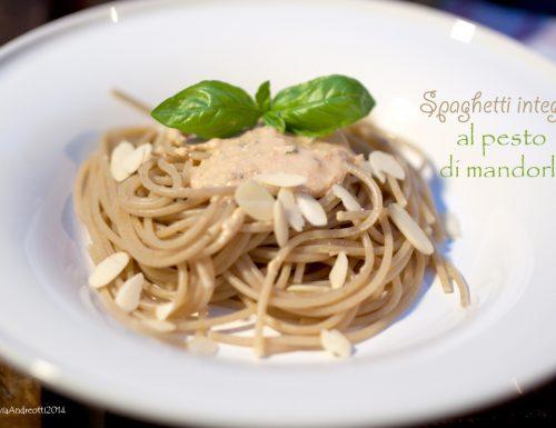 Spaghetti integrali al pesto di mandorle
