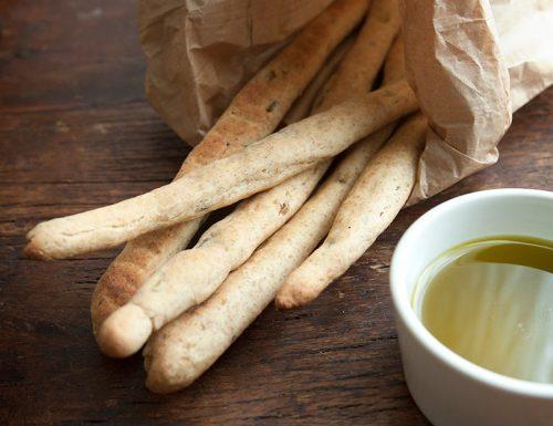 Grissini integrali all'olio extravergine nuovo e olive