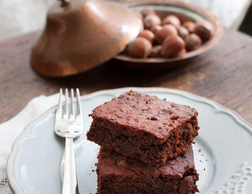 Brownies con barbabietola, triplo cioccolato e nocciole #vegan