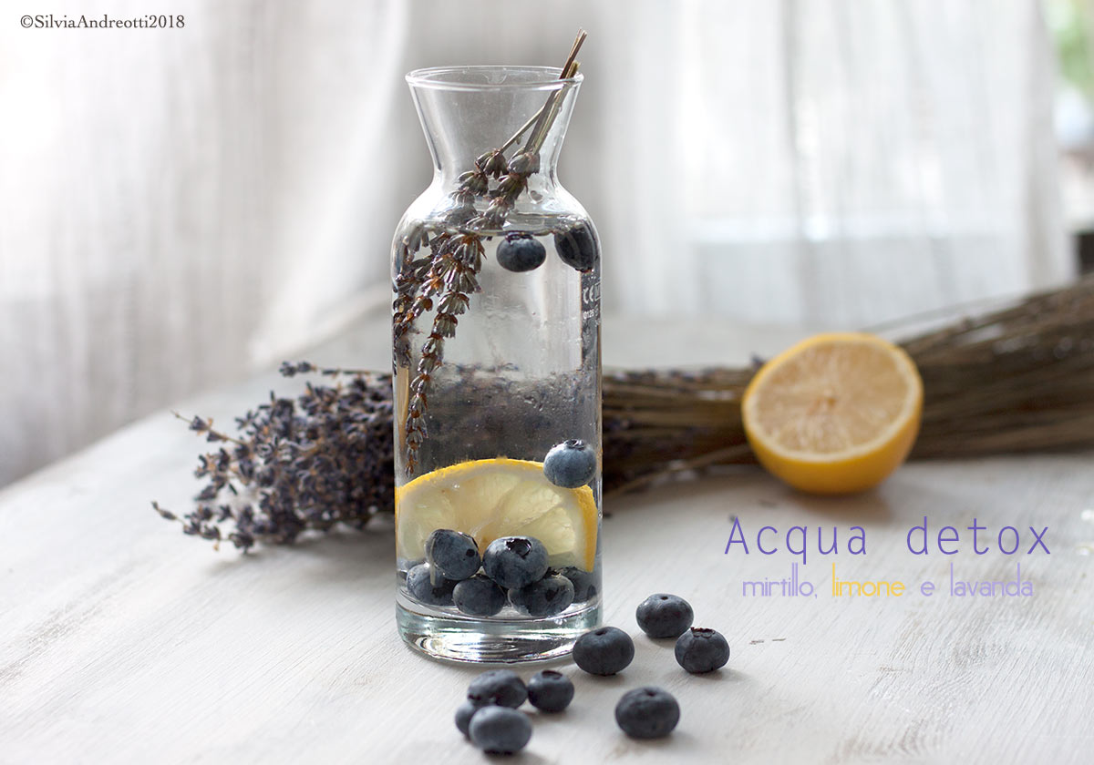 acqua detox al mirtillo