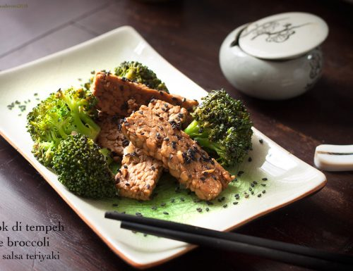 Wok di tempeh e broccoli in salsa teriyaki