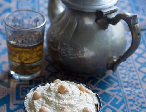 Hummus-bi-tahina: crema di ceci alla mediorientale, ricetta etnica