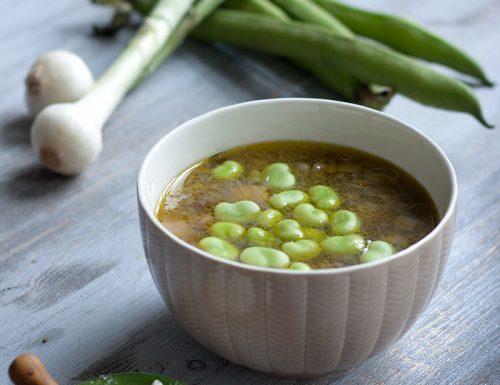 Zuppa primaverile di fave fresche, cipollotti e ricotta salata