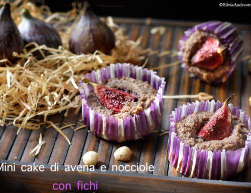 Mini cake di avena e nocciole con fichi, ricetta senza derivati del latte, senza zucchero e a basso contenuto di glutine