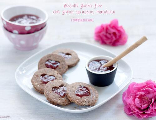 Biscotti gluten-free con grano saraceno, mandorle e composta di fragole, senza burro e zucchero