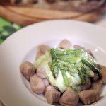 Gnocchi di farro e patate bio in crema di asparagi, idea per il pranzo di Pasqua