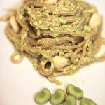 Spaghetti al pesto di fave e mandorle