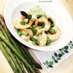 Insalata di gamberi, asparagi e avocado con guacamole