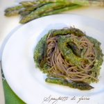 Spaghetti di farro con tarassaco, asparagi e pinoli