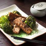 Wok di tempeh e broccoli in salsa teriyaki