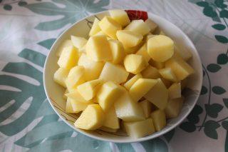 patate tagliate a pezzi