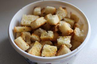 crostini preparati con pane da bruschetta