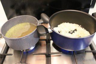 preparazione brodo e cipolla